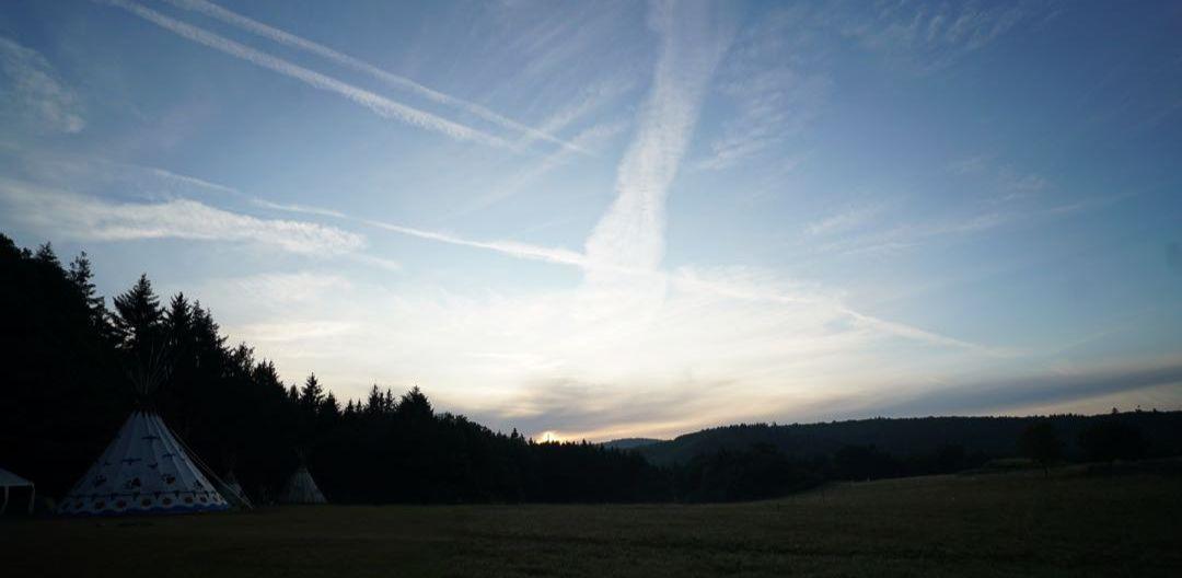 Himmel über dem Hof