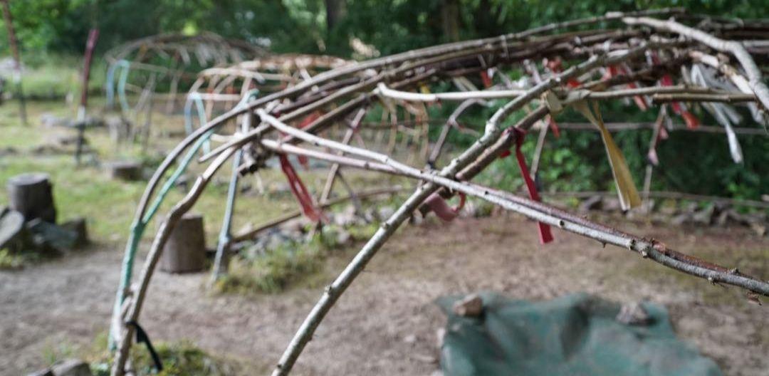 Schwitzhütten aus Weidenzweigen